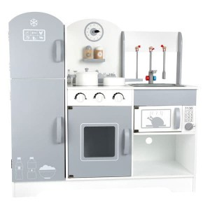 Otroška lesena kuhinja s hladilnikom