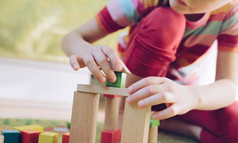Zakaj so lesene igrače dobre za vašega otroka?